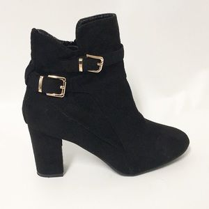 Shoes - Black block chunky heel booties boots 8.5